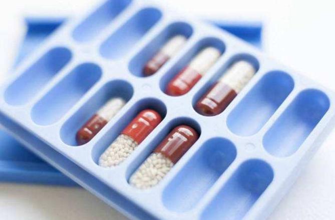 常用的降尿酸药别嘌呤醇和布非司他的特点与毒副作用
